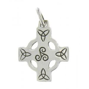 Croix celtique en argent, bijou celtique orné d'un triskel et d'entrelas celtiques