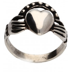 heart in hands ring/claddagh 4.9g