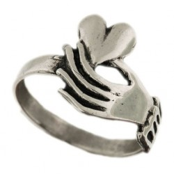 'heart in hand' ring 3g